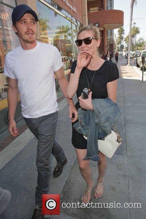 Kirsten Dunst and Garrett Hedlund 8