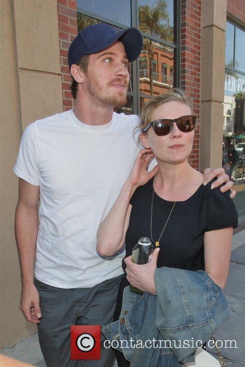 Kirsten Dunst and Garrett Hedlund 11