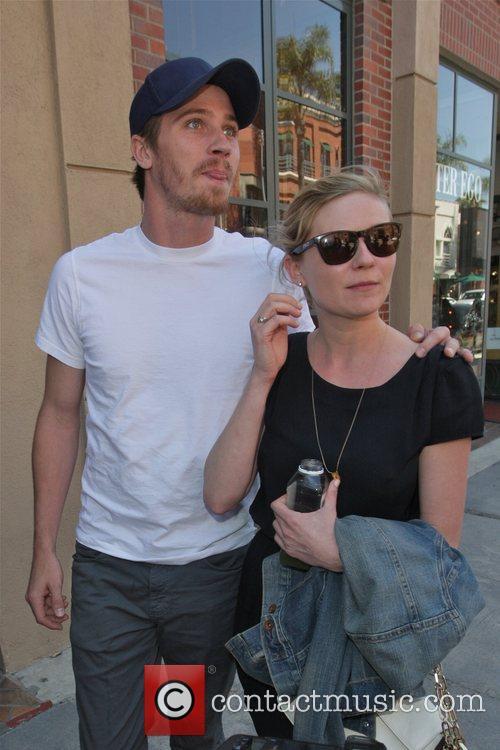 Kirsten Dunst and Garrett Hedlund 12