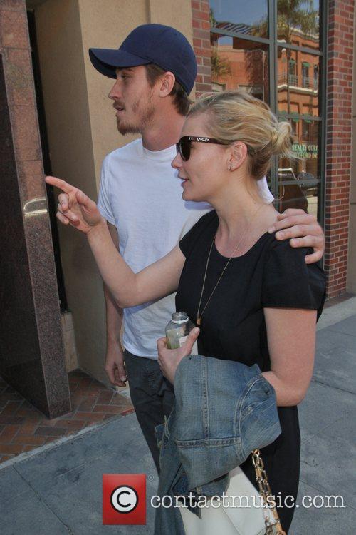 Kirsten Dunst and Garrett Hedlund 13