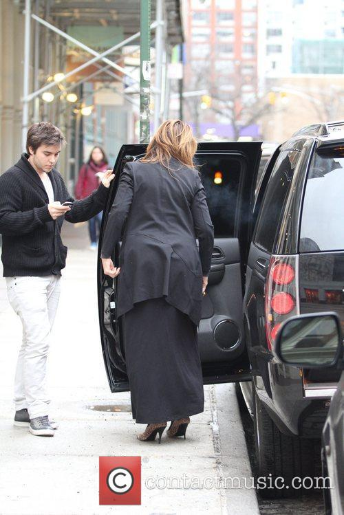 kirstie alley stepping out of a car 5804165