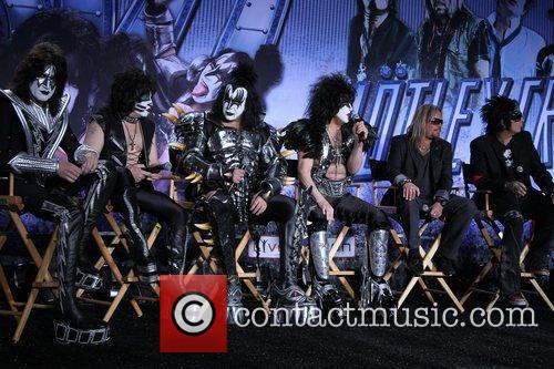 Gene Simmons, Nikki Sixx, Paul Stanley and Vince Neil 10