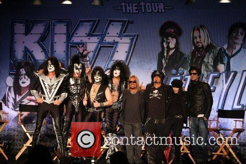 Gene Simmons, Motley Crue, Nikki Sixx, Paul Stanley, Tommy Lee and Vince Neil 2