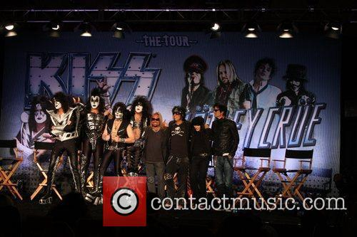 Gene Simmons, Motley Crue, Nikki Sixx, Paul Stanley, Tommy Lee and Vince Neil 3