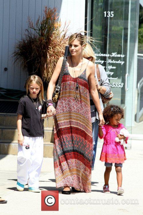 Heidi Klum and her two daughters Leni Samuel...
