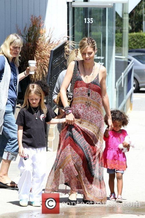 heidi klum and her two daughters leni 5828999