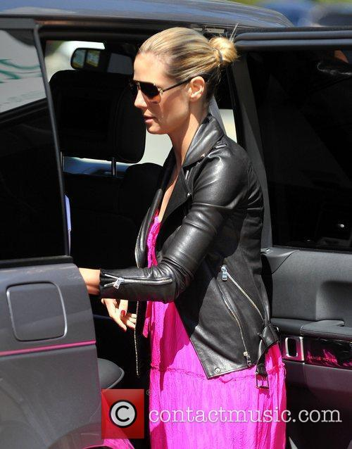 heidi klum picking up her sons from 3817850