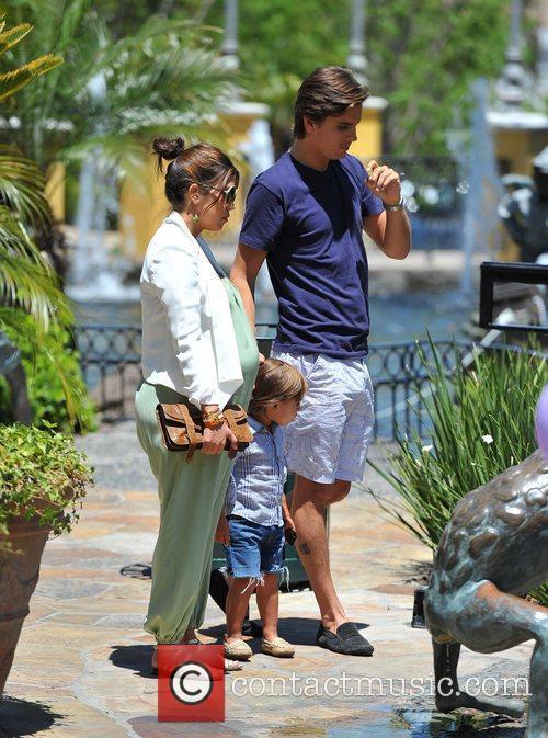 Pregnant Kourtney Kardashian  enjoyed a fun afternoon...
