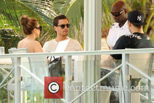 Kourtney Kardashian, Scott Disick and Rob Kardashian 6