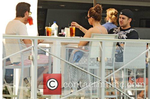 Kourtney Kardashian, Scott Disick and Rob Kardashian 8