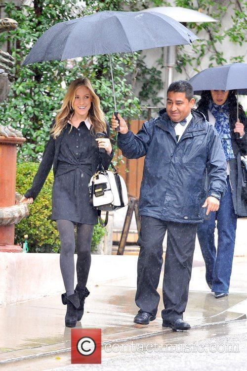 Newly pregnant Kristin Cavallari braves the rain in...