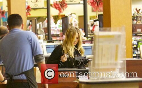 Kristen Bell Kristen Bell shows off her baby...