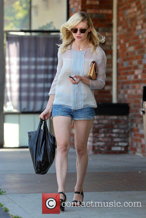 kirsten dunst seen leaving a grocery store 5880084