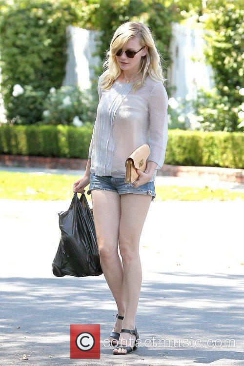 kirsten dunst seen leaving a grocery store 5880093