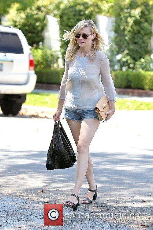 kirsten dunst seen leaving a grocery store 5880094