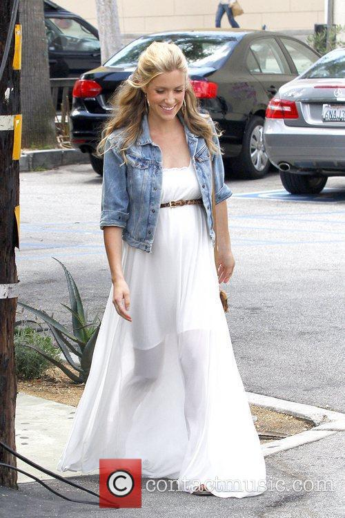 Kristin Cavallari donating clothes in West Hollywood Los...