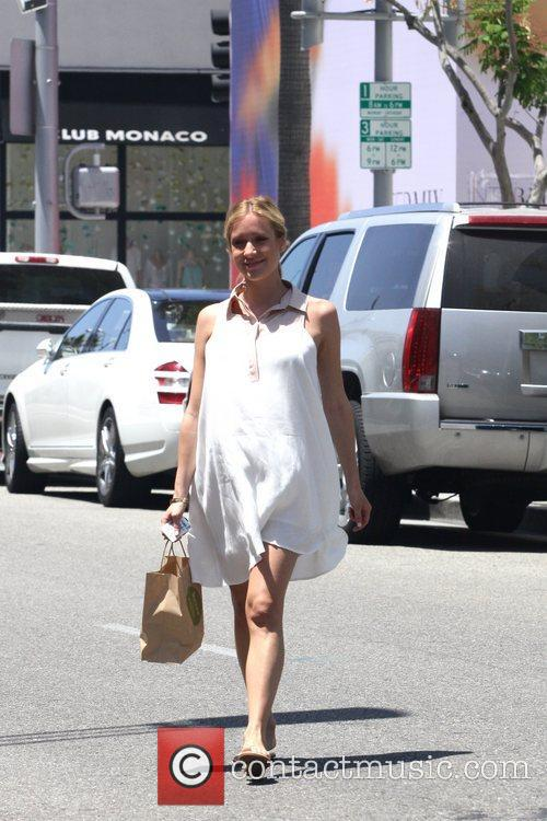 An expectant Kristin Cavallari is seen getting lunch...