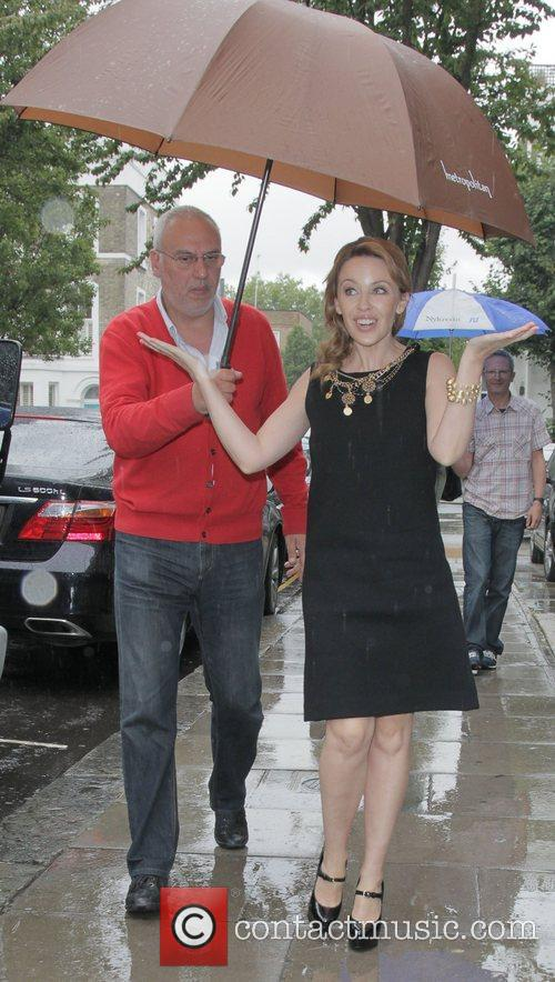 kylie minogue arriving at a recording studio 4100191