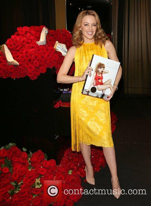 kylie minogue signs copies of her book 5959045