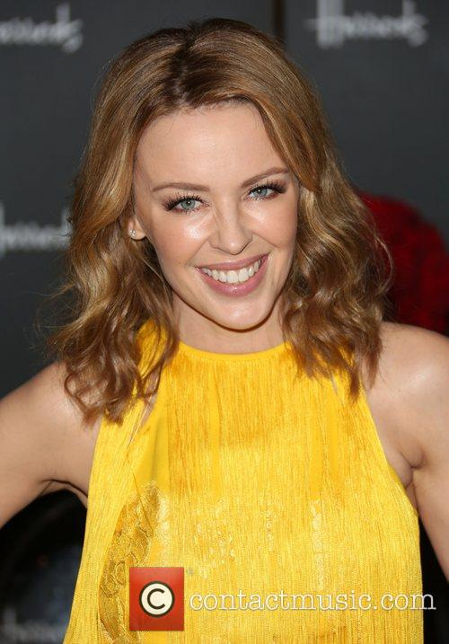 kylie minogue signs copies of her book 5959048