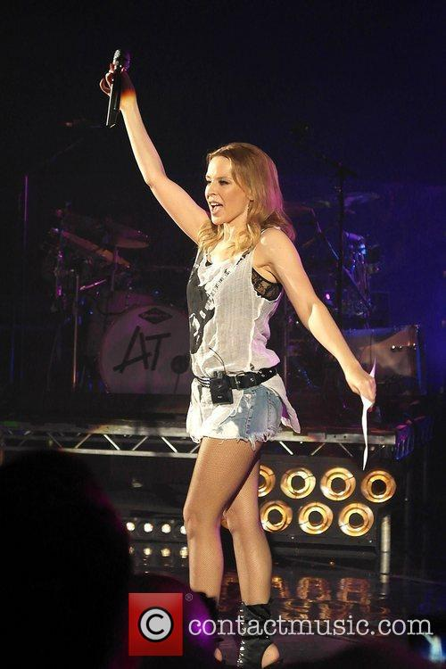 Kylie Minogue and Hammersmith Apollo 8