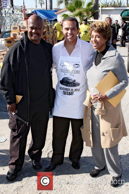 Jackson, Mayor Antonio Villaraigosa and Marla Gibbs 2