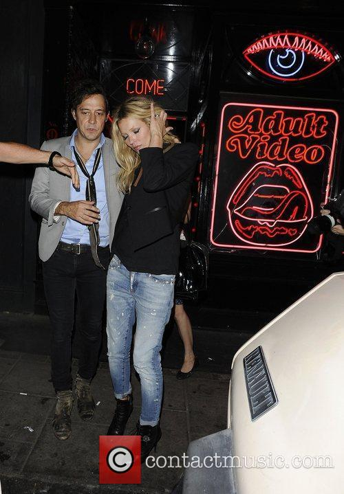kate moss at la bodega negra restaurant 3906233