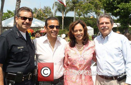 chief charlie beck mayor antonio villaraigosa ca 5862090