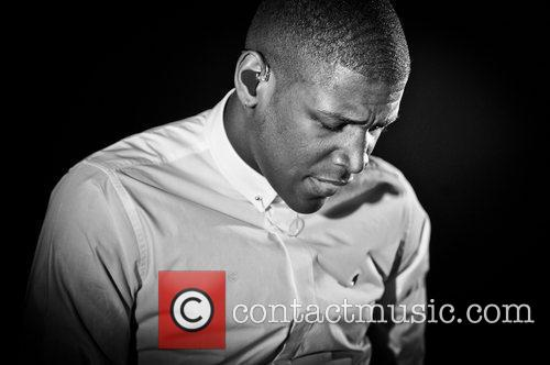 labrinth real name timothy mckenzie performing at 3765863