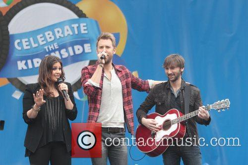 Dave Haywood, Charles Kelley and Hillary Scott 6