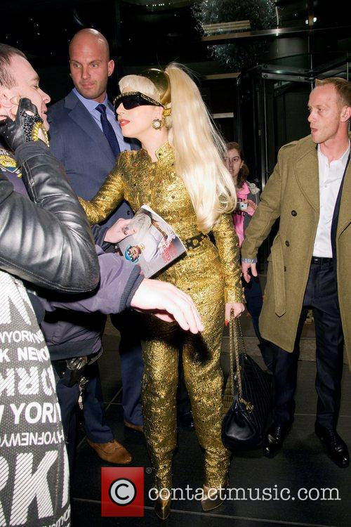 Lady Gaga and Manhattan Hotel 4