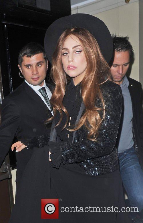 Lady Gaga, The Ecuadorian Embassy, Wikileak and Julian Assange. Gaga 2