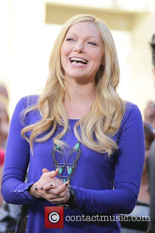 laura prepon appears on the entertainment news 5775298