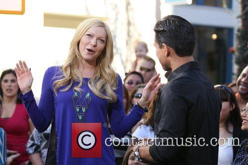 laura prepon appears on the entertainment news 5775302