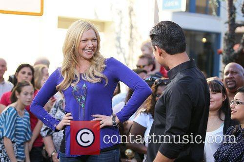 laura prepon appears on the entertainment news 5775305