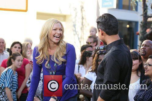 laura prepon appears on the entertainment news 5775306