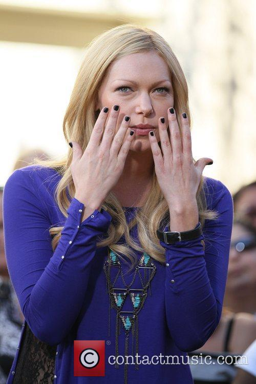 laura prepon appears on the entertainment news 5775318