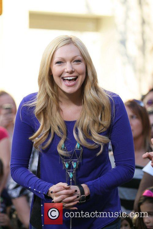 laura prepon appears on the entertainment news 5775666