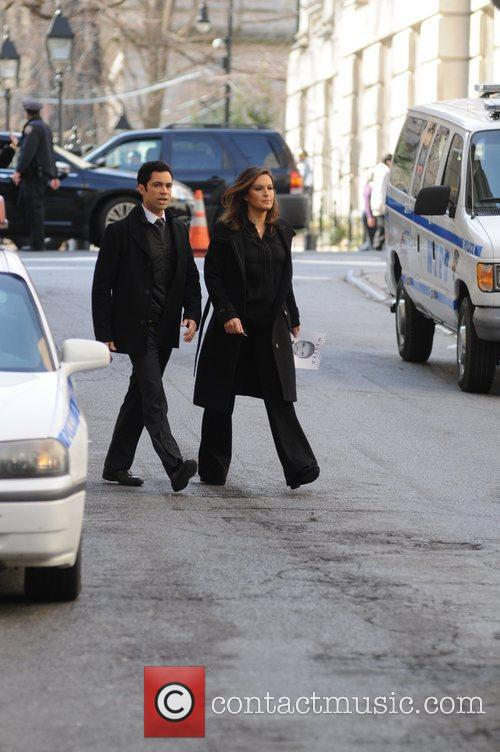 mariska hargitay seen on the set of 5807253