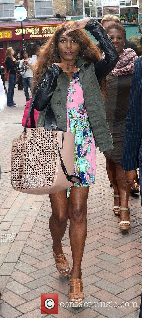 sinitta at the premiere of leave it 4016639