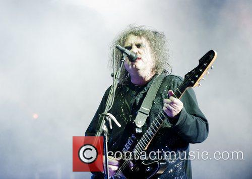 robert smith of the cure leeds festival 5898962