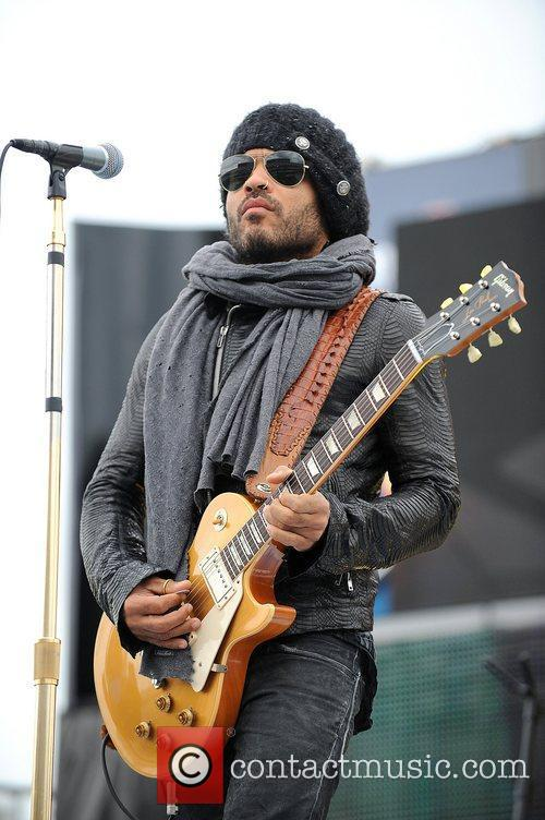 lenny kravitz performs prior to the start 5800532