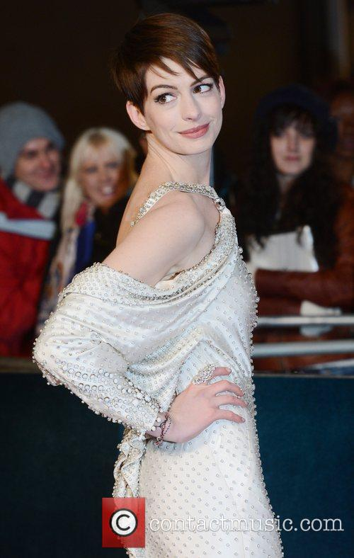 anne hathaway at the premiere of quotles 5963782