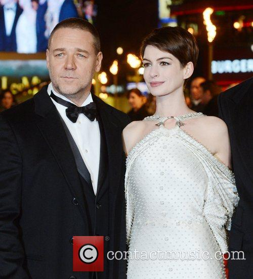 russell crowe and anne hathaway at the 5963720