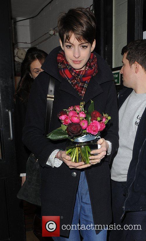 anne hathaway leaving her hotel holding a 5962753