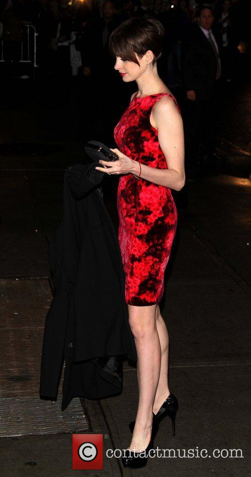 anne hathaway celebrities arrive for the late 5965569