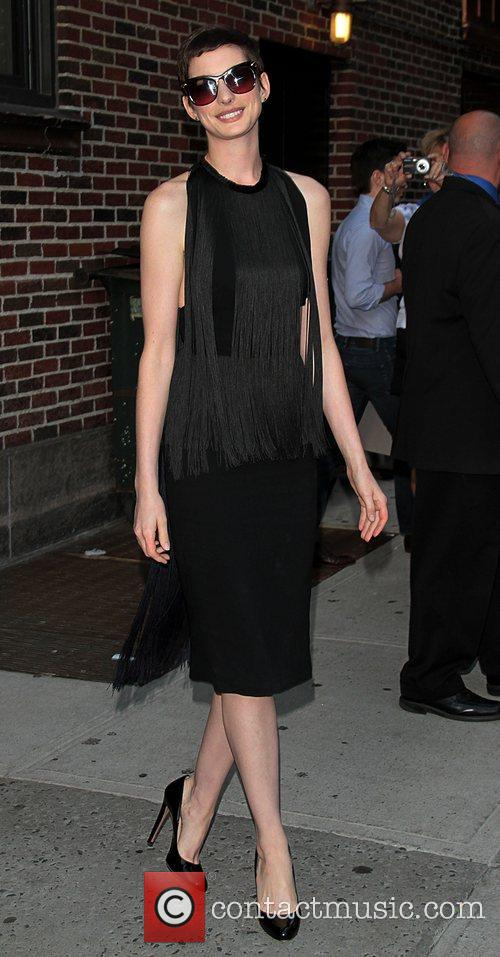 anne hathaway at the the late show 3986671
