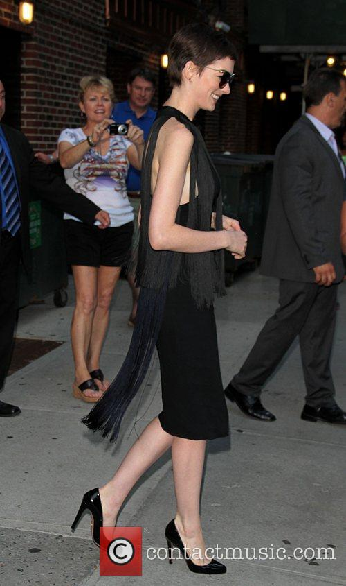 anne hathaway at the the late show 3986672