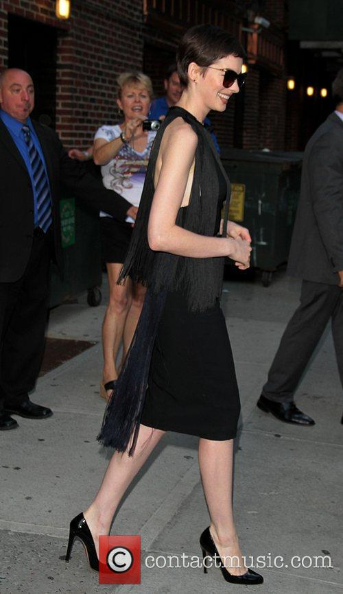 anne hathaway at the the late show 3986673
