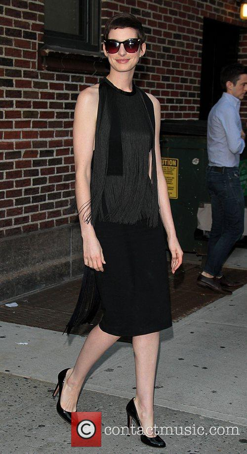 anne hathaway at the the late show 3986678